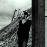 دانلود آهنگ حسام الدین موسوی به نام دنیا رو واست به هم میریزم